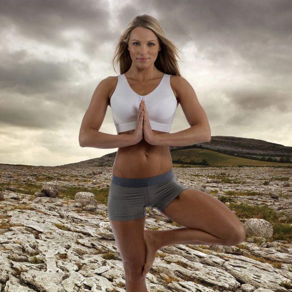 Femme portant ENELL DE TOUS LES JOURS dans le désert