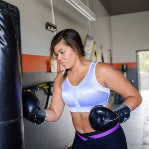 Femme portant un ENELL SPORT au gym